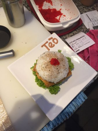 burger sushi mit lachs ist sehr lecker picture of sushi le stuttgart tripadvisor. Black Bedroom Furniture Sets. Home Design Ideas