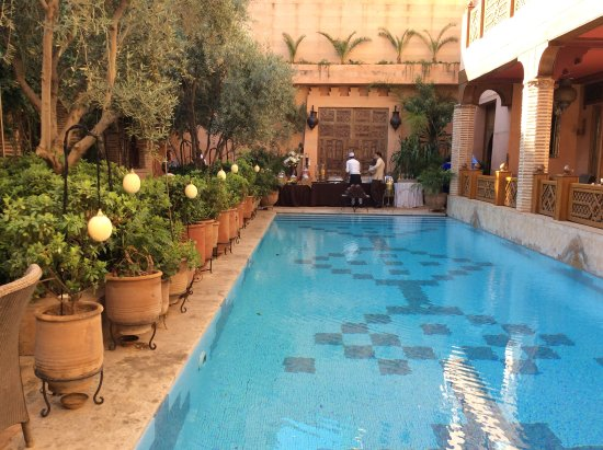 La Maison Arabe: Breakfast at the swimming pool
