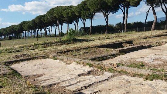 Cisterna di Latina, Италия: Tres Tabernae e sullo sfondo l'Appia