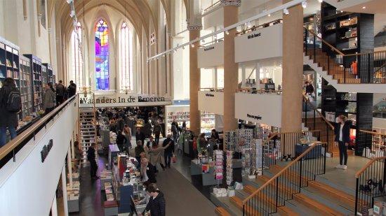 Waanders In De Broeren: Boekhandel en o.a. brasserie in de voormalige Broerenkerk