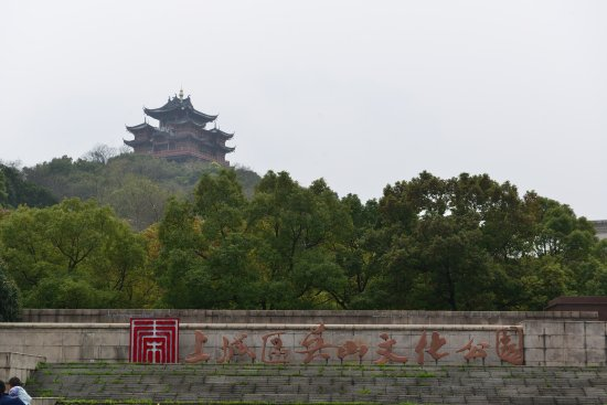 Wushan Square: There were many temples inside the park