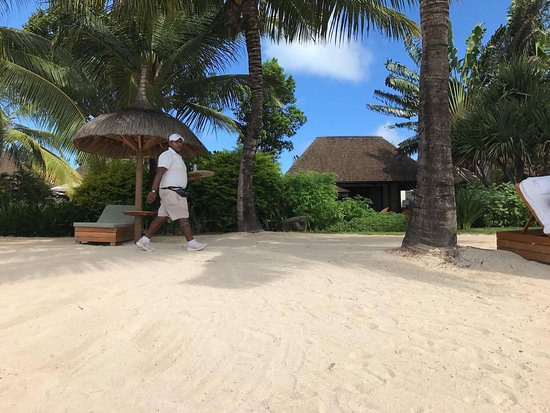 Four Seasons Resort Mauritius at Anahita: A very nice resort! You have everything you need in the resort, no need to go somewhere else!