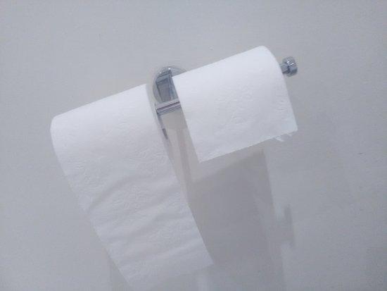 Porte papier toilettes cass picture of hampshire hotel - Fabriquer porte papier toilette ...