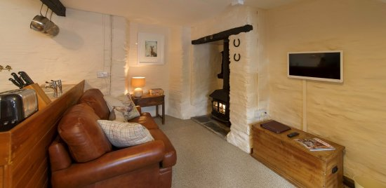 Challacombe, UK: Living area in your suite/cottage