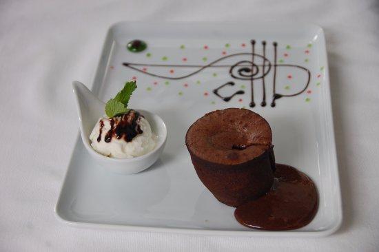 Sempati Turkish Cuisine : sufleeeeeeee yuummmyyyy :) to be happy just try :)))))))