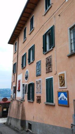 Pella, Italia: l'esterno