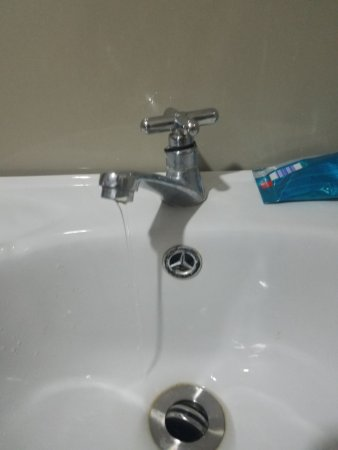 Broken faucet and no water pressure - Picture of Overcomer Lodge, El ...
