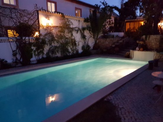 Uma Casa a Beira Sol: Pool at night time