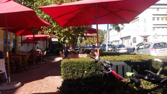 Tafel & Tap Bistro & Bakery: Located on Main Road Paarl