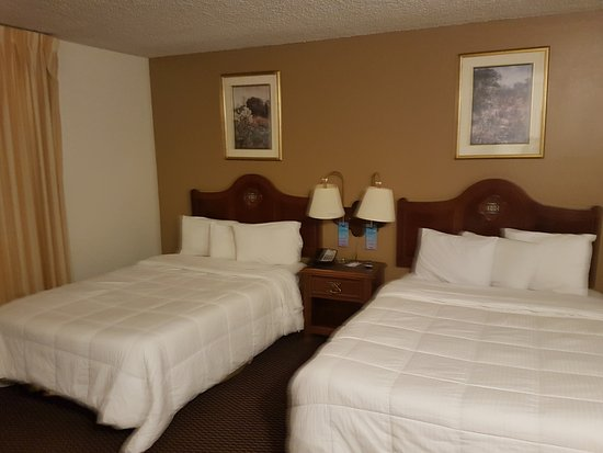 Travelodge Inn and Suites Yucca Valley/Joshua Tree Nat'l Park : Riesenbetten