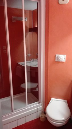 Time Hotel : Salle de bains rénovée