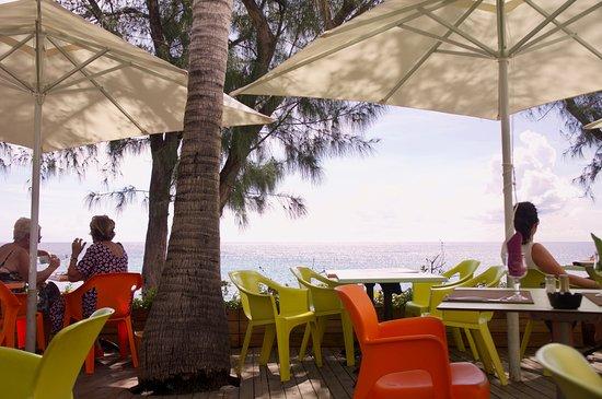 La Case Bambou: déjeuner en terrasse à BOUCAN CANOT