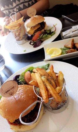 Le Burger Gourmet Picture Of La Cuisine Du Dome Marseille