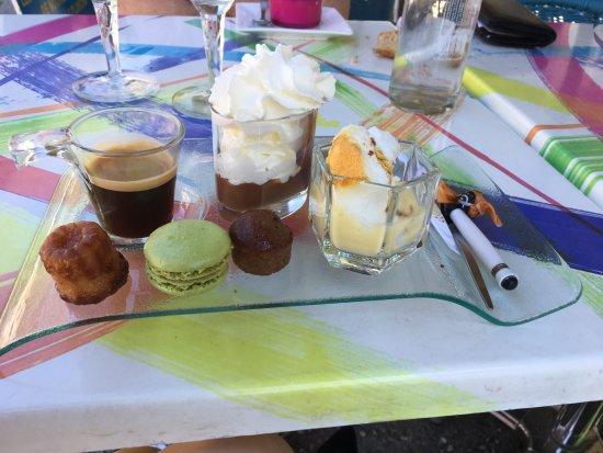 Le Bar du Claux: café gourmand: canelé, macaron, île flotante, liegeois, moelleux chataigne
