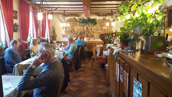 Tann, Niemcy: Die Gaststube ist urig ...