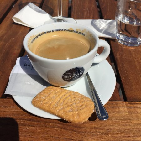 Capelle aan den IJssel, Hollanda: Lekker Koffie —always with a cookie ; )
