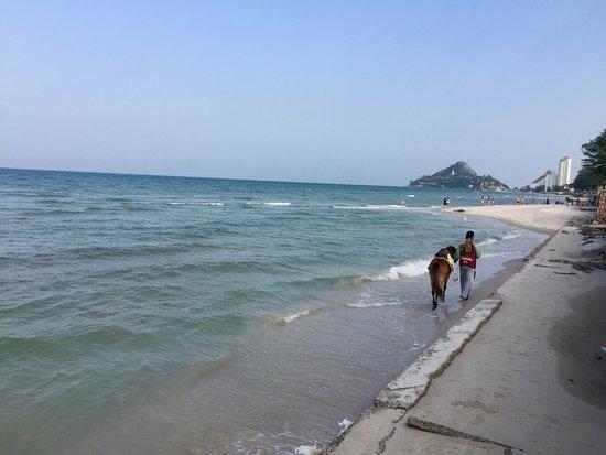 Amari Hua Hin: Strand unterhalb Shoreline Beach Club ( Amari Resort )