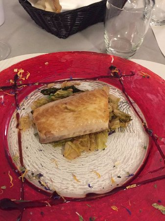 Cassone, Italia: fish fillet on a bed of cabbage