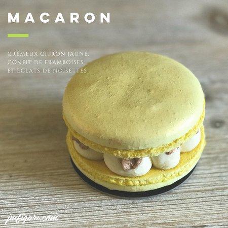Figari, Fransa: Macaron : crémeux citron jaune, confit de framboises et éclats de noisettes... Bon 1er mai à tou