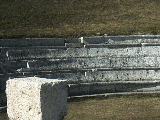 Molise, Italia: sedili ergonimici