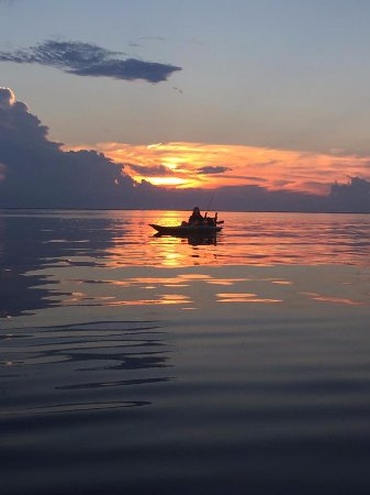 "Lacombe, Louisiane : Enjoying the view on one of our ""Sunset Paddles"""