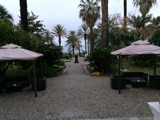 Le jardin picture of hotel miramare continental palace for Hotel le jardin 07700