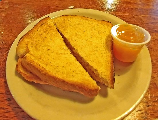 Starvin Arvin's: Toast and house made peach jam