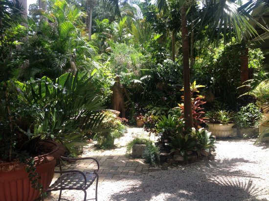 Hunte's Gardens: There a places to sit and contemplate at many different places throughout the garden