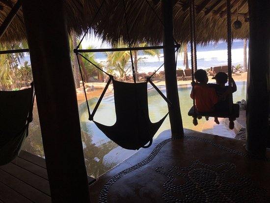 Casa Viva Troncones: relaxing in a swing by the pool