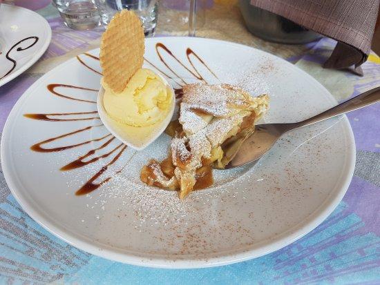 Caltignaga, Italia: torta di mele