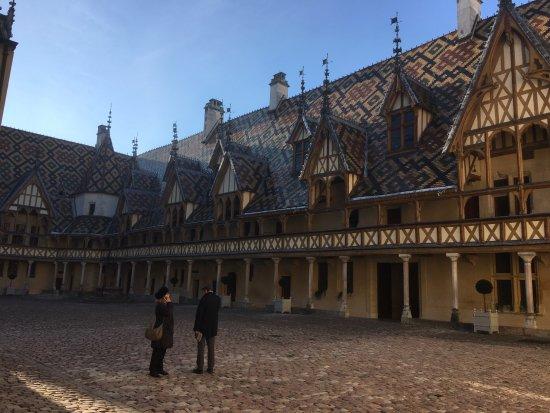 Musée de l'Hôtel-Dieu : The inner courtyard