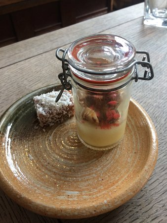 Hadleigh, UK: Petit fours with coffee