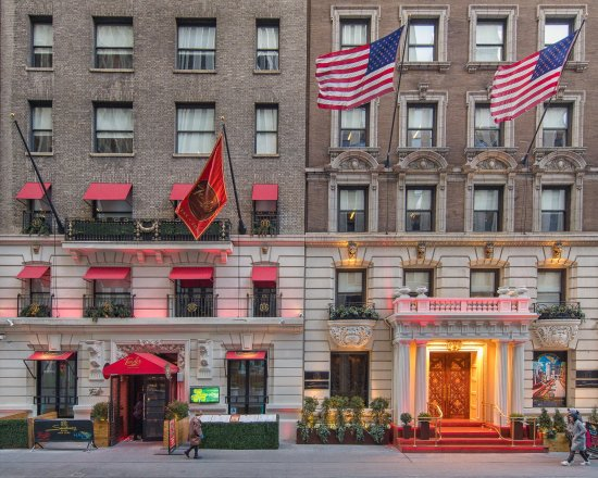Sanctuary Hotel New York: Signature Red Steps as you enter Sanctuary and the Iron gate at Tender