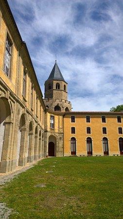 Soreze, France: La cour de l'Abbaye Ecole de Sorèze