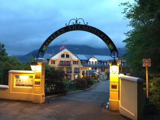 Entr U00e9e Du Site - Picture Of Les Tresoms Lake And Spa Resort  Annecy