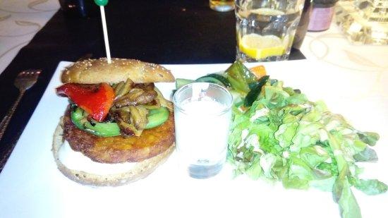Saint-Laurent-des-Arbres, France: Hamburger Végétarien