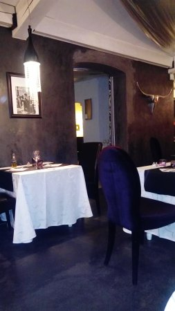 Saint-Laurent-des-Arbres, France: Salle du restaurant