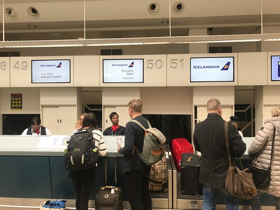 Check in - Picture of Icelandair - TripAdvisor  Check in - Pict...
