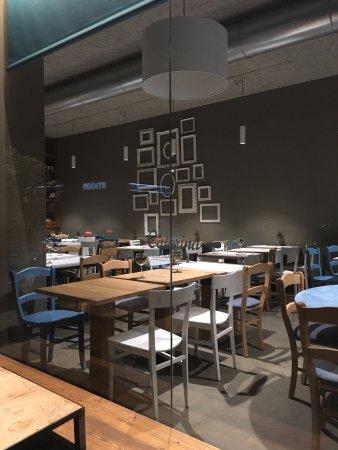 Dalla vetrina del ristorante picture of caterina cucina - Caterina cucina e farina ...