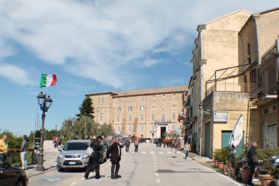 Santuario Della Santa Casa : arrivo al palazzo