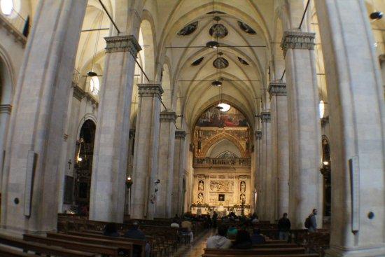 Santuario Della Santa Casa : la navata