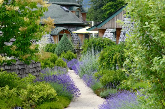 New Denver, Canada: Dome cottage gardens.