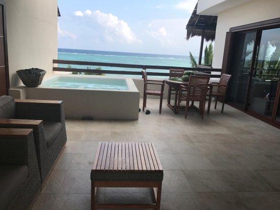 Hotel Jashita : View of courtyard from hammock