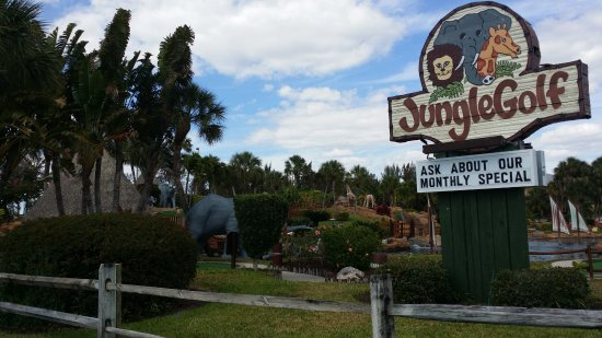 JungleGolf : Can't miss this sign!