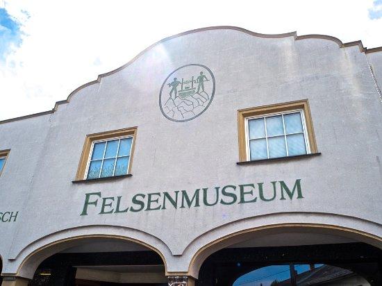 Bernstein, Österreich: Felsenmuseum am Hauptplatz