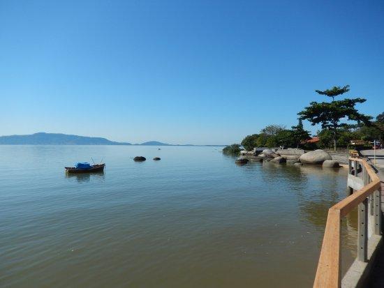 832d5f3fd03 Beira Mar de São José  É possivell fazer cooper ao longo da beira mar.