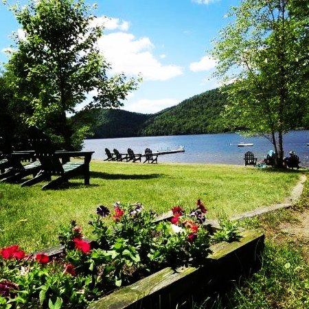North River, NY: Enjoy our private beach when you come stay up at Garnet Hill Lodge!