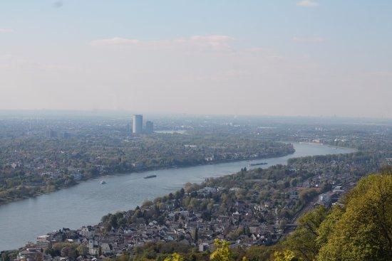 Drachenfelsbahn: uitzicht Drachenfels