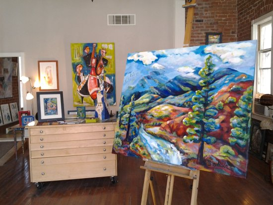 Salida, CO: Gallery Showroom of colorful paintings