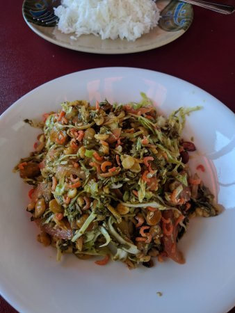 Clarkston, GA: Tea-leaf salad